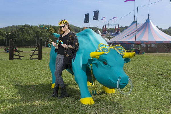 4GEE Charging Bull at Glastonbury 2015